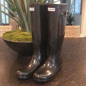 Tall Hunter Rain Boots WITH 2 pairs of Hunter Sox